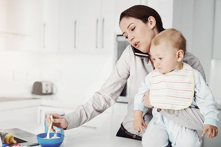 ในวันแรกที่กลับไปทำงานหลังจากการให้กำเนิดบุตร คุณแม่อาจจะมีความรู้สึกเศร้าหมองและผิดที่ทิ้งลูกน้อยที่บ้าน