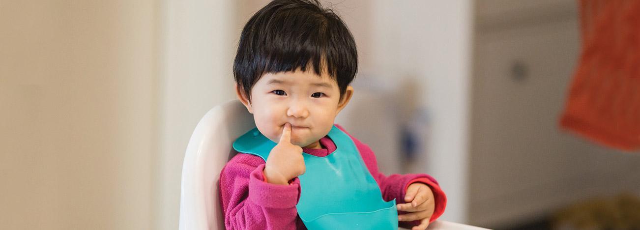 หลังการเปลี่ยนนมแต่ละระยะ คุณแม่อาจพบปัญหาลูกท้องผูก เมื่อเปลี่ยนนม คุณแม่จึงควรเปลี่ยนทีละน้อย เพื่อให้เวลาระบบย่อยอาหารของลูกปรับตัว