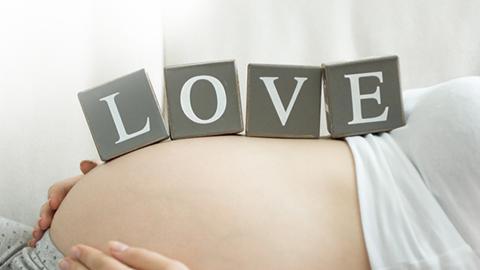 """5 วิธี บอกให้โลกรู้ว่า """"ฉันกำลังท้อง"""""""