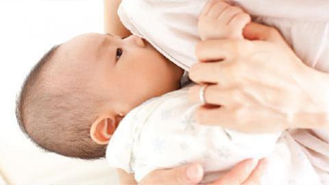 ลูกน้อยถ่ายบ่อยๆ ใช่ท้องเสียหรือเปล่า, หากลูกถ่ายเป็นน้ำบ่อยๆ ไม่มีเนื้อ อาจหมายความว่าลูกปวดท้องอยู่