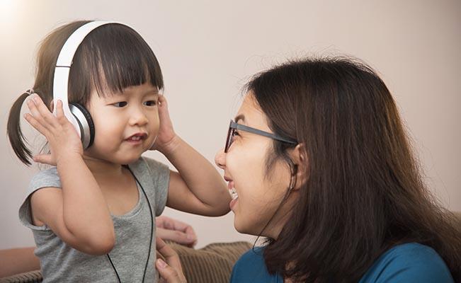 ให้ลูกเรียนเรื่องมิวสิคตั้งแต่ 6 เดือน เด็กจะมีพัฒนาการที่ดีได้
