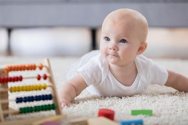 นมผงเด็กที่ดีนั้นควรมีคุณลักษณะที่ย่อยง่าย พร้อมทั้งสารอาหารที่ครบถ้วนซึ่งรวมไปถึงอาหารบารุงสมองของเด็ก